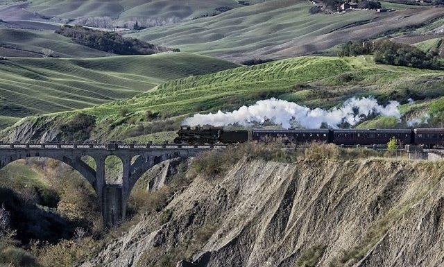 Siena Provincia. Pasquetta Con Il Treno Natura: Sosta A Buonconvento Tra Le  Bancarelle Della Fiera Dellu0027Antiquariato