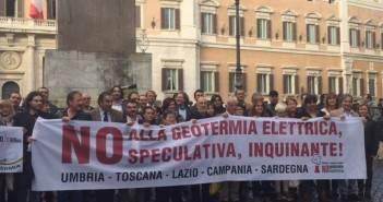 nogesi_protesta_montecitorio_20151105