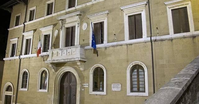Pitigliano_Municipio_e_Teatro_Salvini