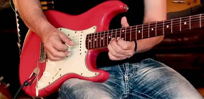 Ragazzo_chitarra_Fender_01