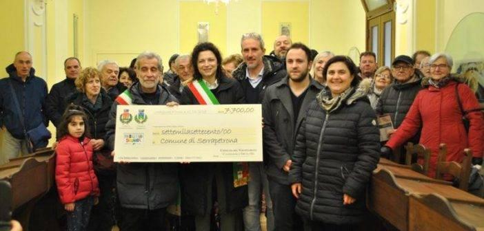 Castiglione d'Orcia. Visita di solidarietà a Serrapetrona, la Consulta del volontariato consegna la raccolta fondi