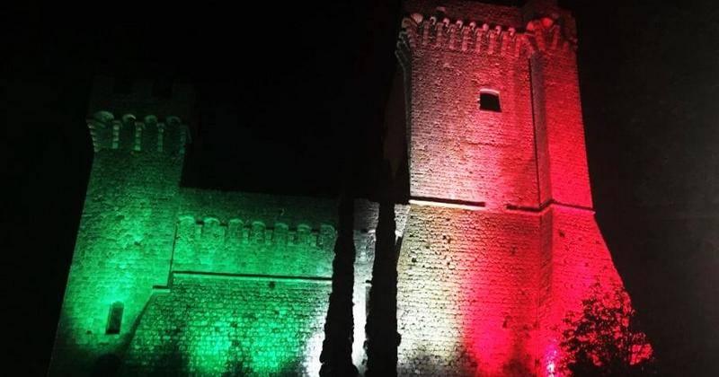 Piancastagnaio_Rocca_illuminata_tricolore_italia_01