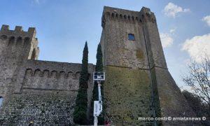 Piancastagnaio_Montaggio_Luci_Natalizie_Rocca_20181109_02_01