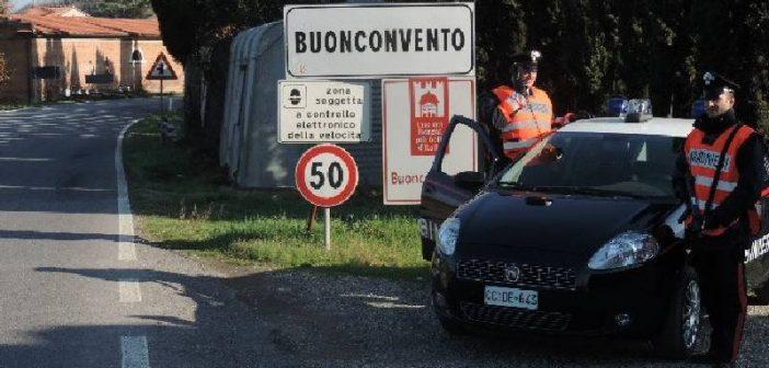 Buonconvento. Inseguiti due rumeni dai Carabinieri dopo una rapina al distributore: uno catturato, l'altro in fuga